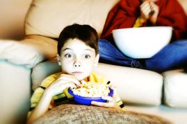 enfant télé popcorn